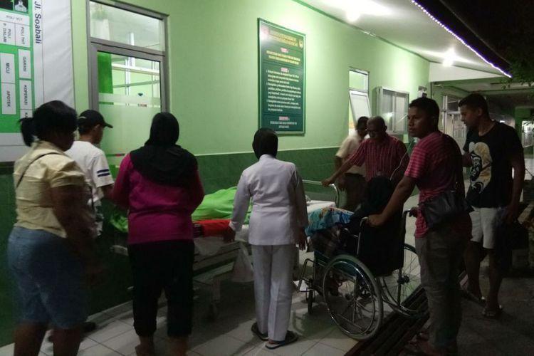 Gempa Ambon Pasien Rumah Sakit Dirawat Halaman Masjid Raya Al
