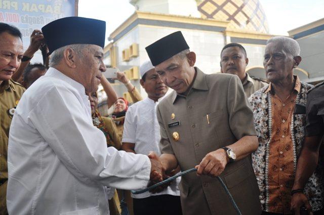 Gubenur Serahkan Sapi Presiden Masjid Al Fatah Ambon Gubernur Maluku