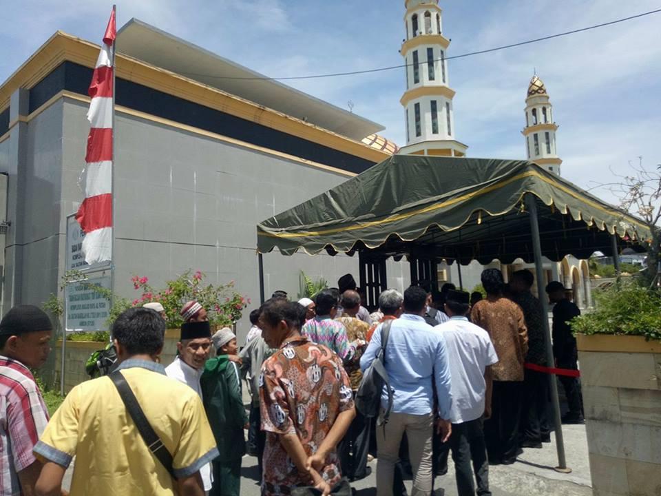 Masjid Alfatah Dijaga Ketat Warga Sholat Mengeluh Aparat Tni Polri