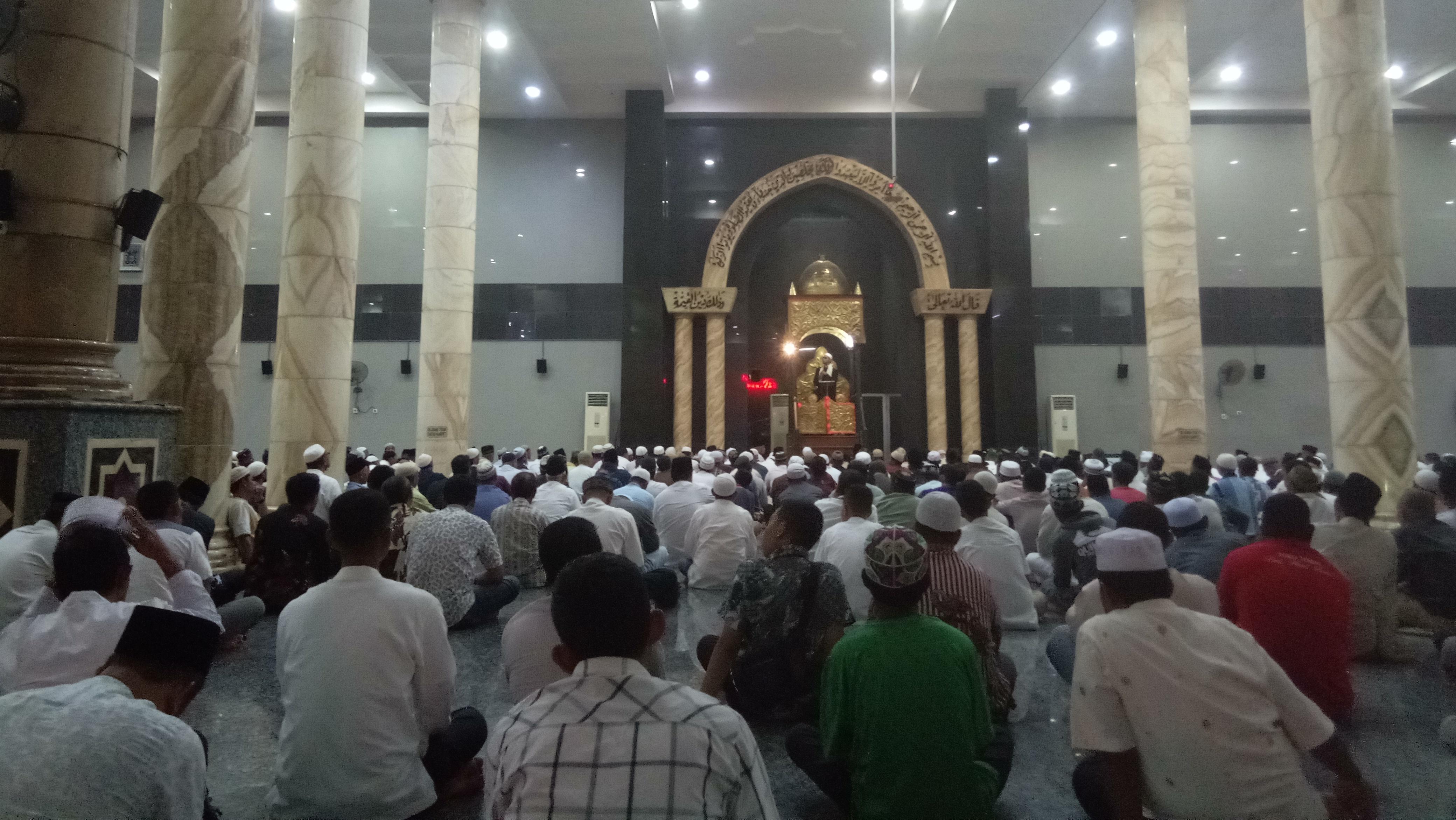 Ribuan Warga Muslim Ambon Sholat Gerhana Masjid Al Fatah Serambi