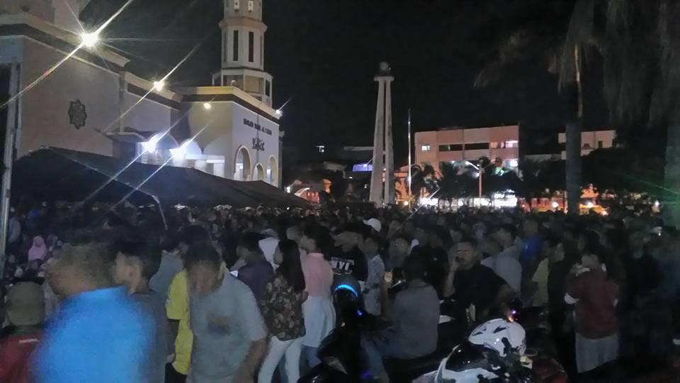Ribuan Warga Nonton Bareng Film G30s Pki Pelataran Masjid Al