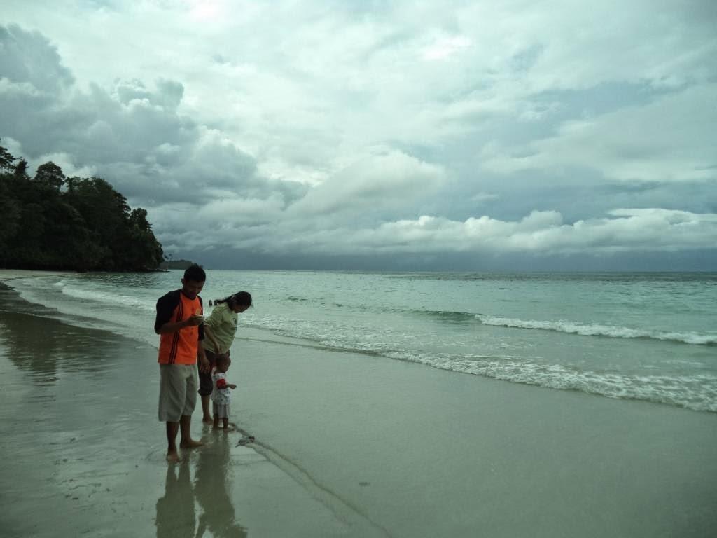Bunda Maluku Dunia Objek Wisata Pantai Natsepa Ambon Landai Lebar
