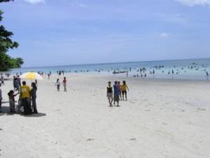 Indahnya Pantai Natsepa Perjalanan Sekitar 30 Menit Kota Ambon Menggunakan