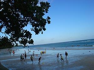 Keindahan Pantai Natsepa Ambon Bermain Kota