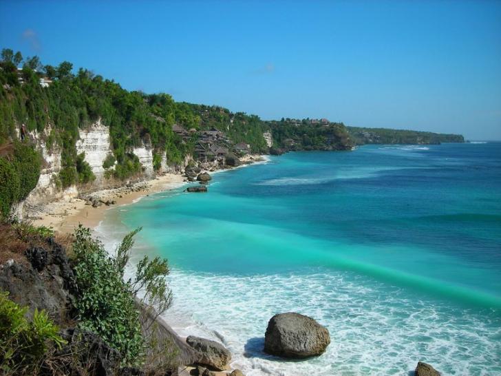 Keindahan Pantai Natsepa Ambon Kota
