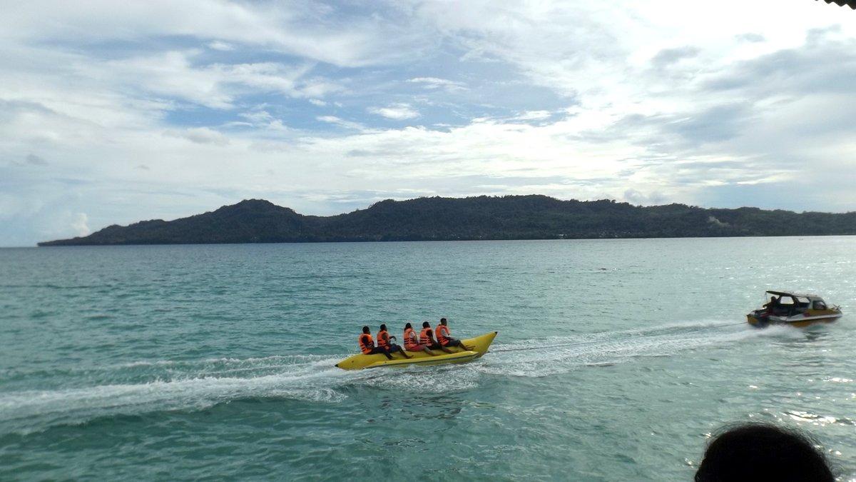 Rujak Natsepa Rujaknya Ambon Banana Boat Tersedia Bagi Pengunjung Pantai