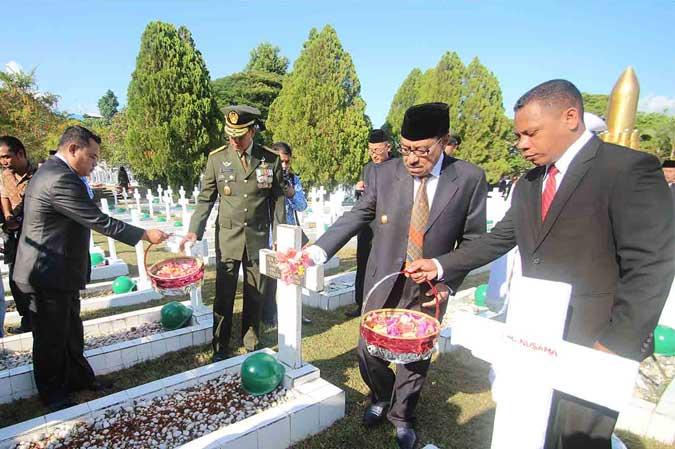 Pangdam Pattimura Tabur Bunga Makam Pahlawan Malukupost Ambon Taman Kota