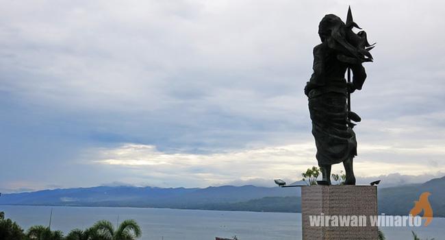 Pattimura Martha Tiahahu Tunawisma Patung Kedua Pahlawan Besar Maluku Berdiri