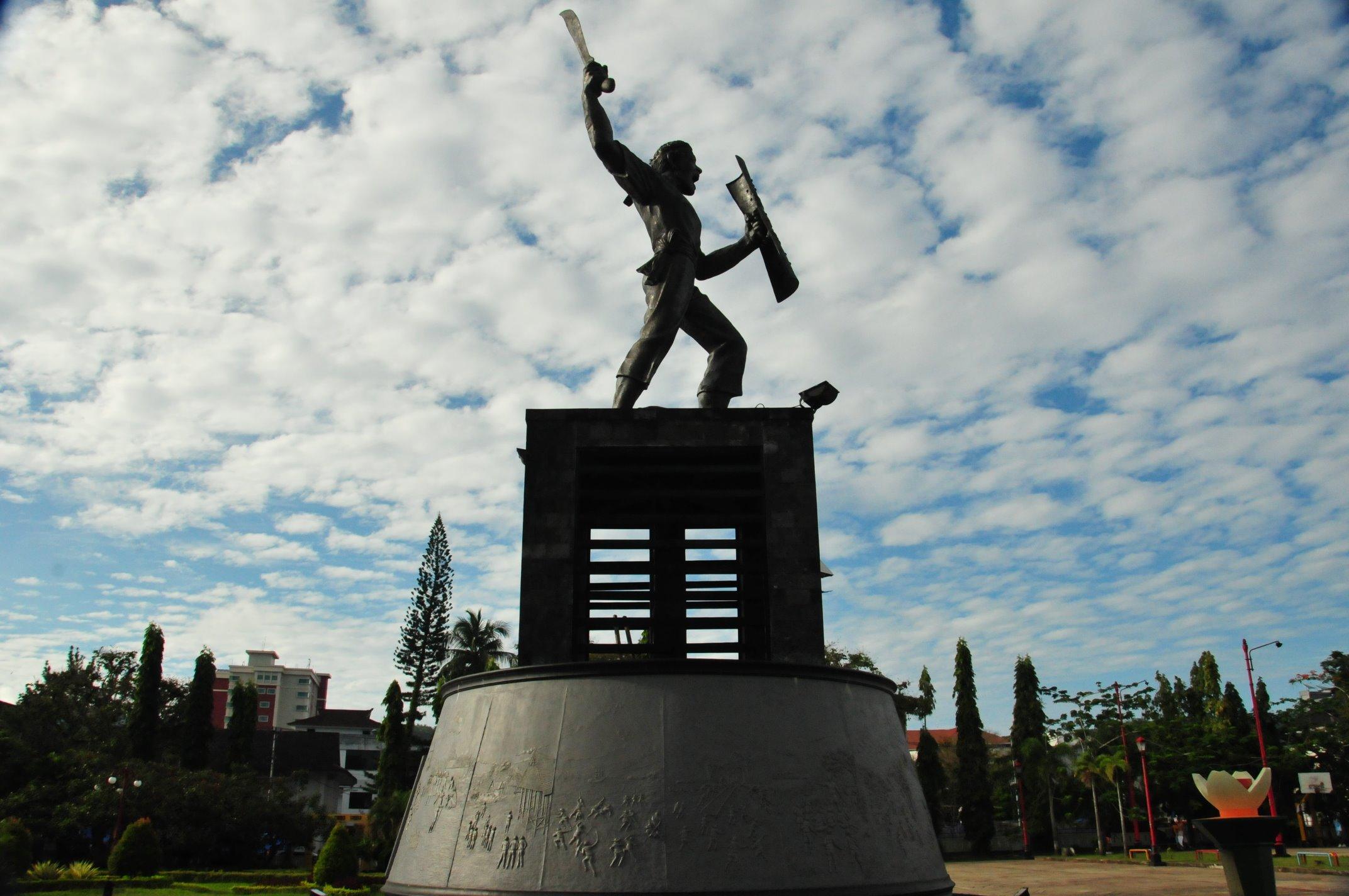 Patung Kapitan Pattimura Pecintawisata Taman Kota Ambon