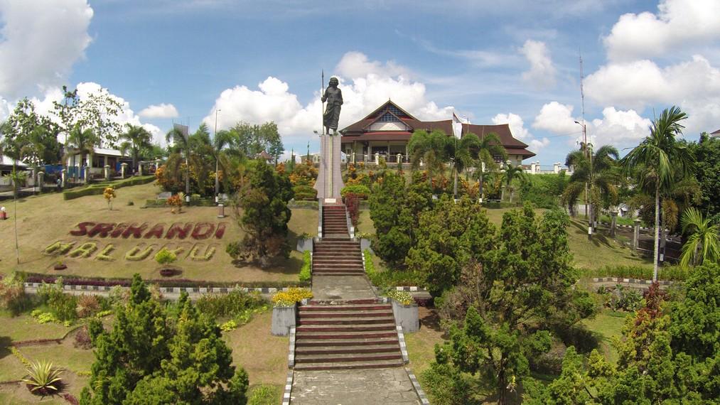 Persembahan Kehormatan Bagi Mutiara Nusa Laut Indonesiakaya Taman Monumen Martha