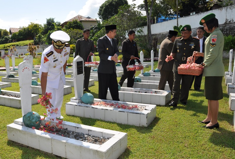 Upacara Tabur Bunga Memperingati Hari Pahlawan Kapitan Pattimura Bertempat Taman