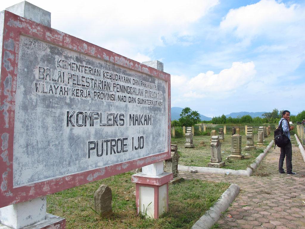 Makam Kuno Gampong Pande Charming Banda Aceh Post Navigation Balai