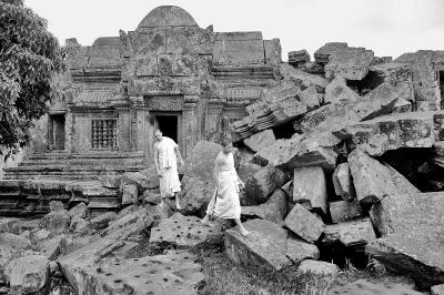 Preah Vihear Milik Kamboja Thailand Tarik Kekuatannya Biksu Berjalan Sekitar