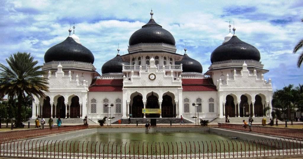 5 Tempat Wisata Sejarah Menarik Aceh Masjid Raya Baiturrahman Benteng