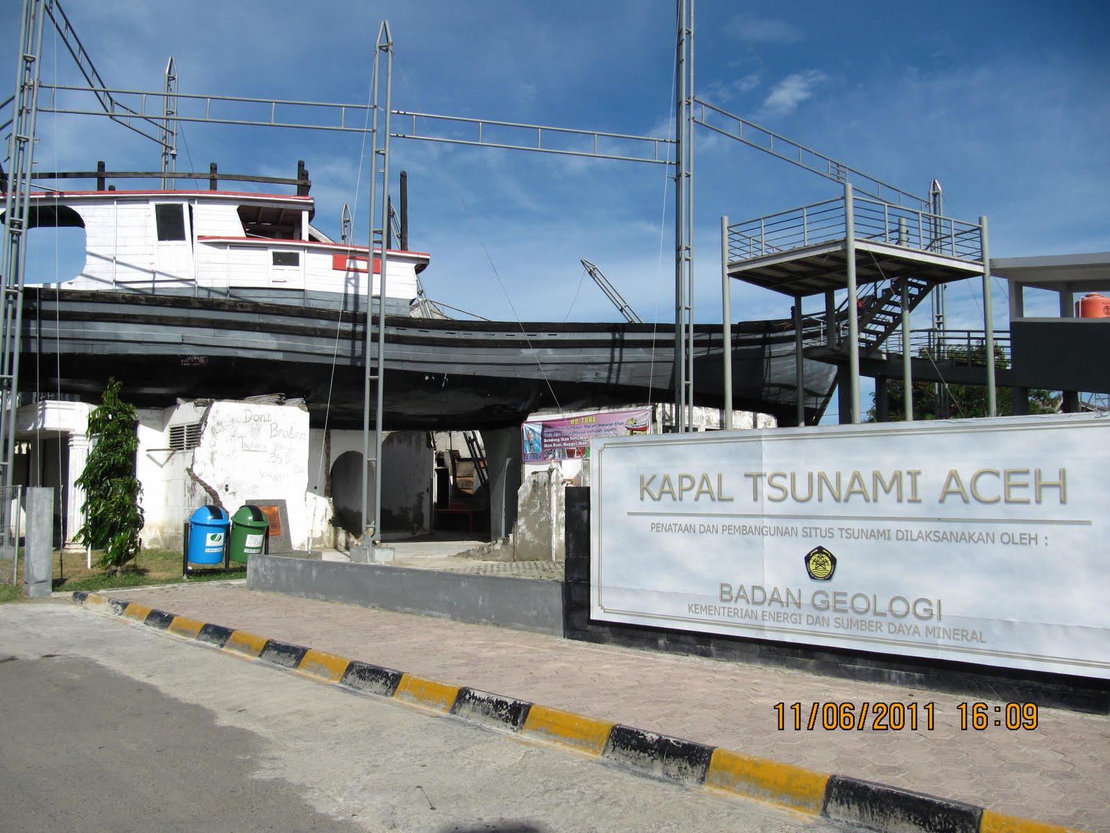 Adventure Aceh Kapal Atas Rumah Museum Tsunami Kota Banda