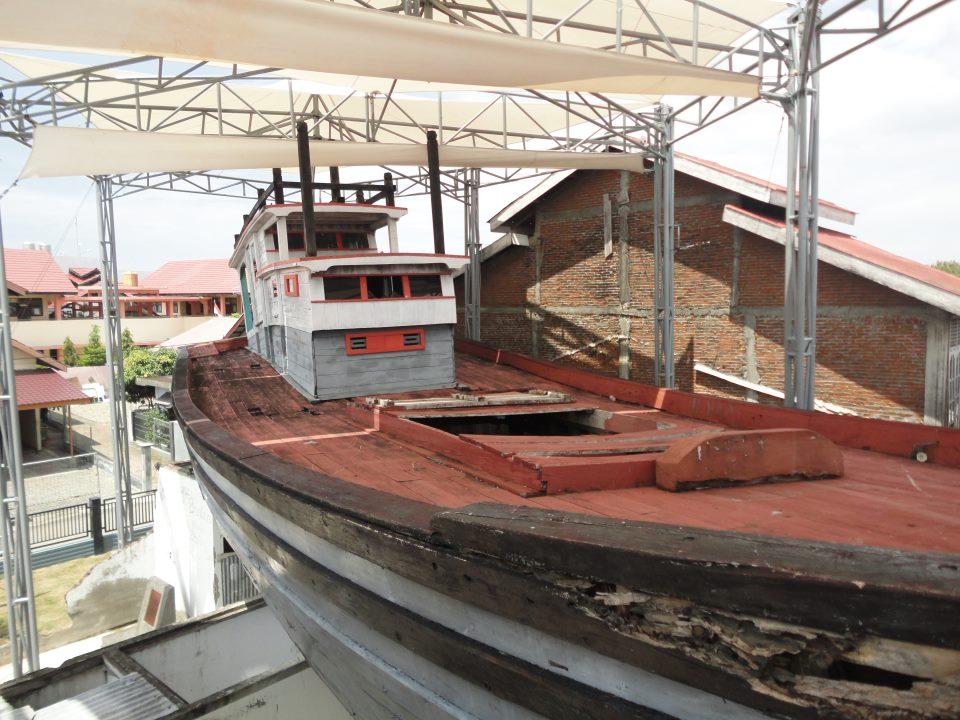 Banda Aceh 25 Maret 2013 Danang Evi Kapal Diatas Rumah