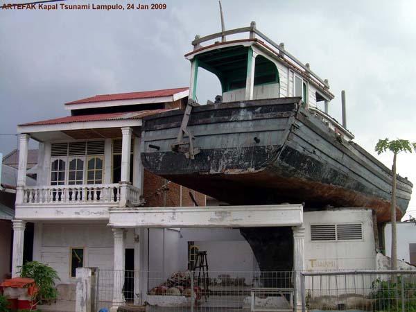 Kisah Perahu Nabi Nuh Lampulo Visit Aceh Kapal Tsunami Kota