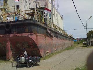 Madika Country Kapal Pltd Apung Terdampar Kota Banda Aceh Akibat