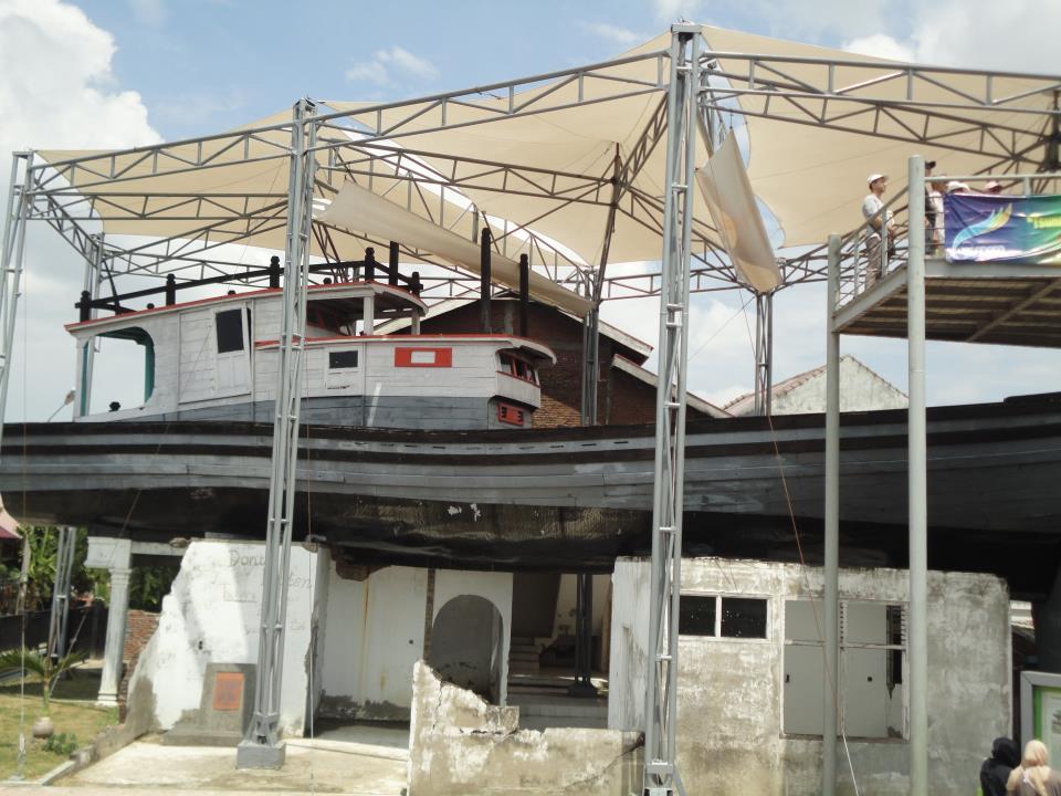 Museum Tsunami Aceh Danang Evi Kapal Diatas Rumah Penduduk Banda