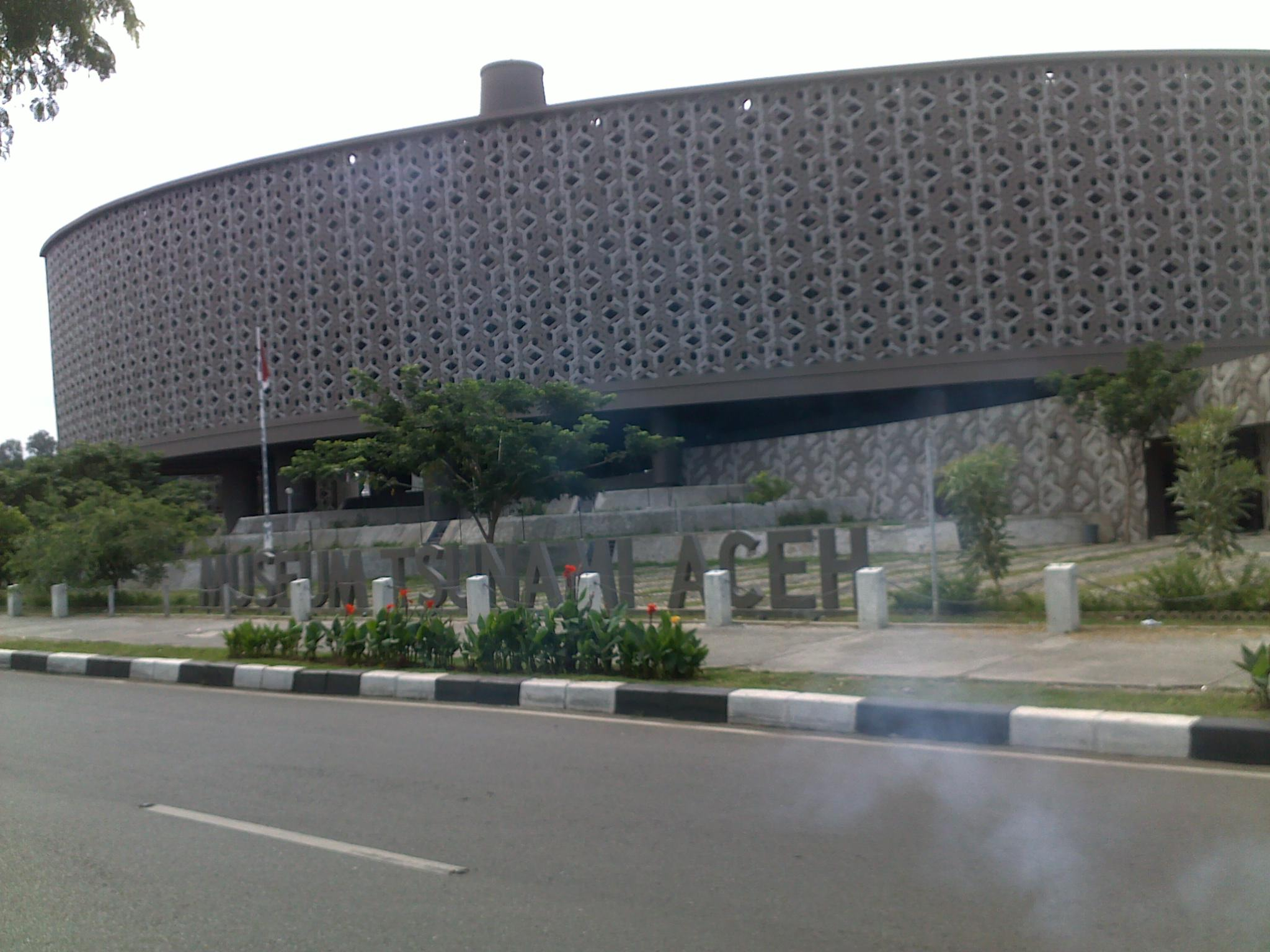 Yerni Sekayu Museum Tsunami Aceh Berbentuk Kapal Kota Banda