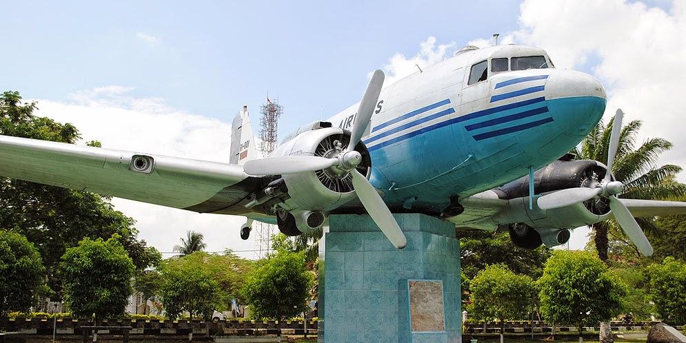 2014 Mama Semut Stories Replika Pesawat Indonesia Pertama Lapangan Blang