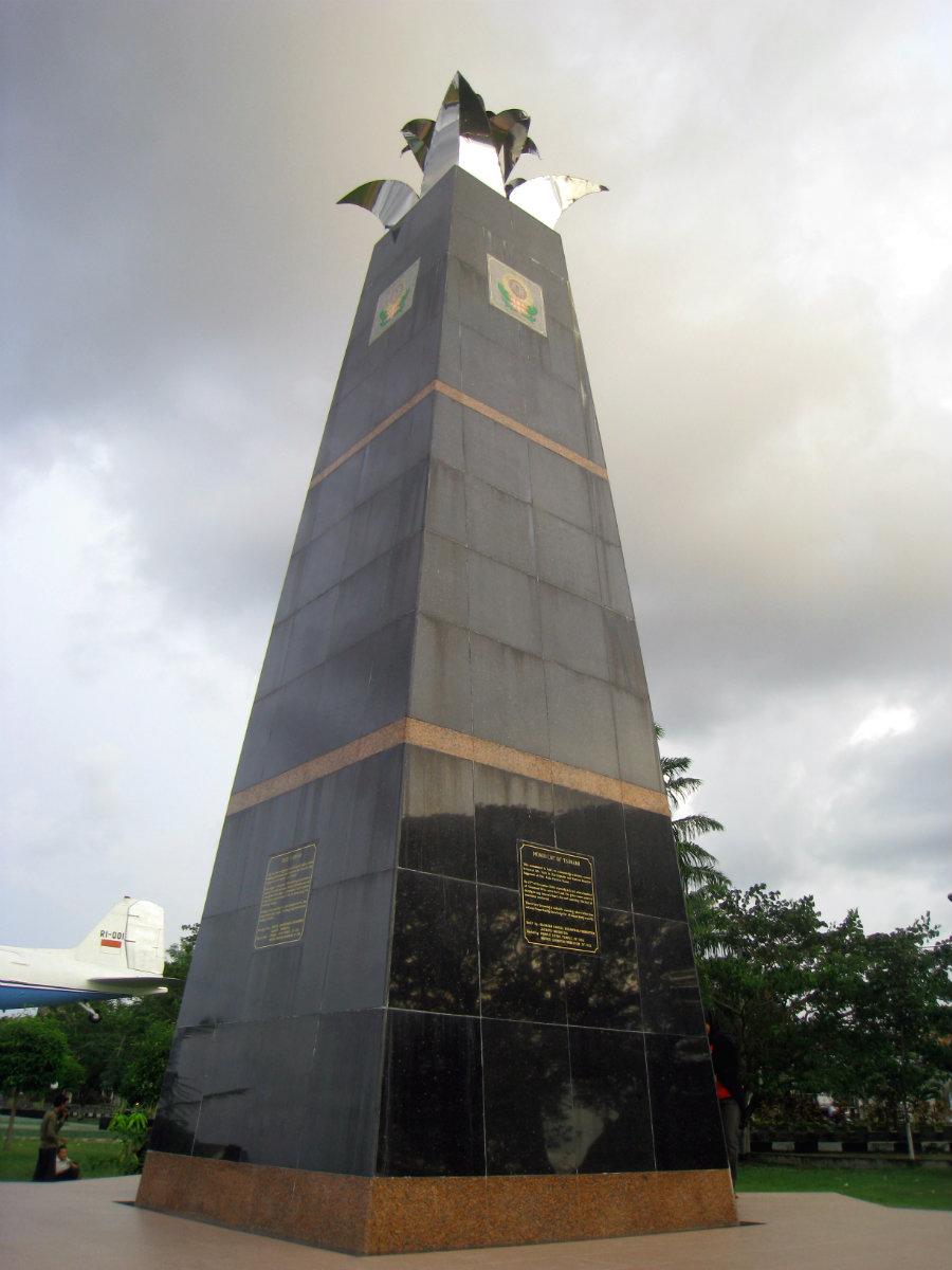 File Monumen Tsunami Lapangan Blang Padang Banda Aceh 2013 Jpg