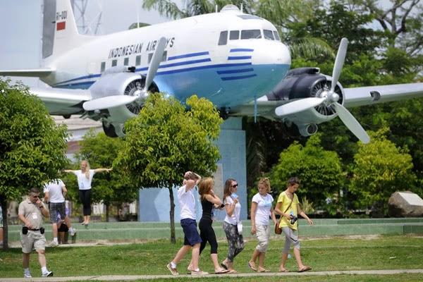 Garuda Rehab Replika Pesawat Ri 001 Pikiran Merdeka Lapangan Blang