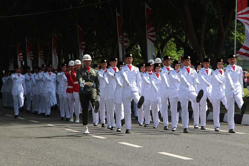 Pasukan Paskibraka Bersiap Melakukan Pengibaran Bendera Upacara Hut Ri 71