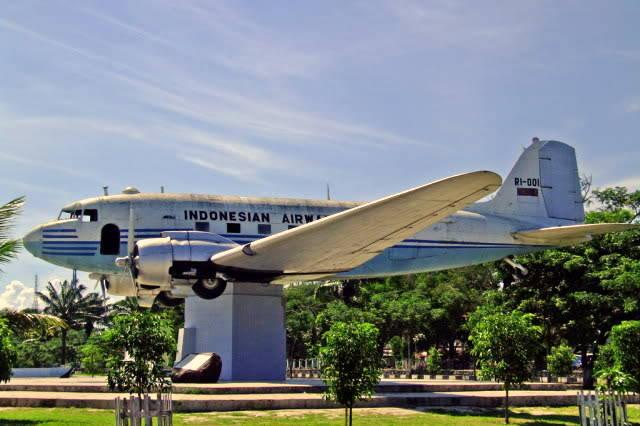 Replika Pesawat Seulawah Ri 1 Blang Padang Daftar Foto Lapangan