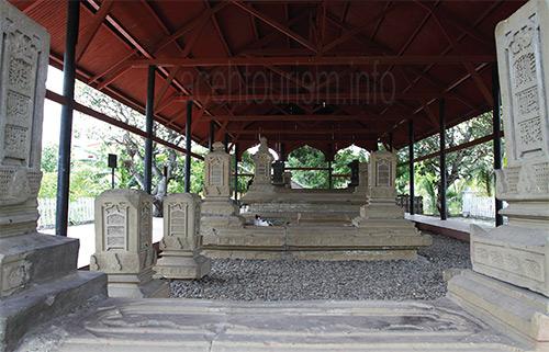 Bandar Aceh Kota Sejarah Raja Tourism Makam Sultan Kandang Xii