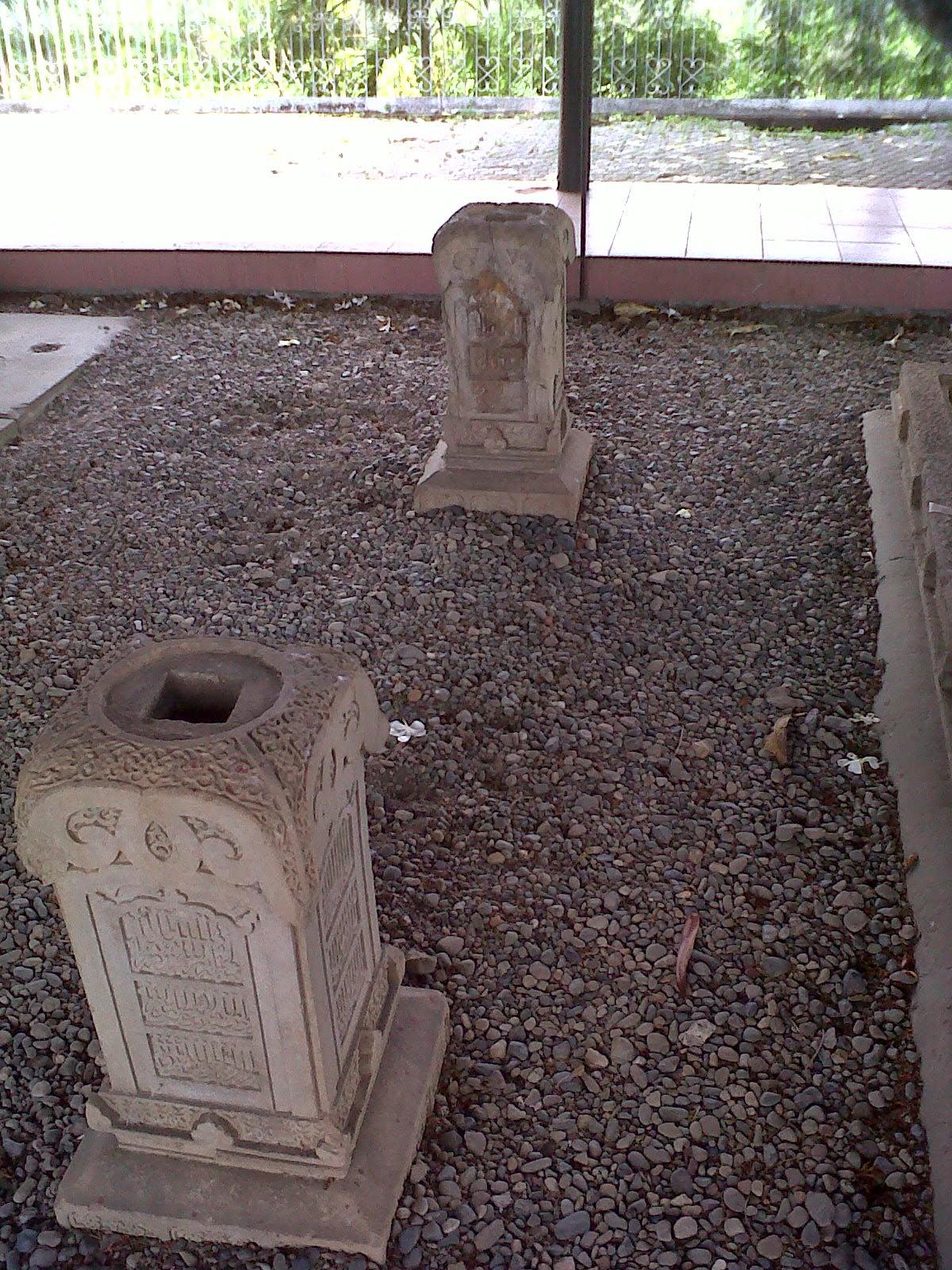Komplek Makam Kandang Xii Life Aceh Salah Sultan Dimakamkan Disini