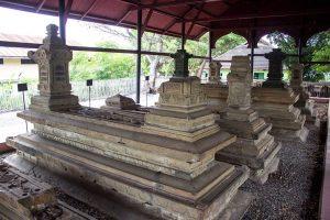 Makam Kandang Xii Aceh Sultan Kota Banda