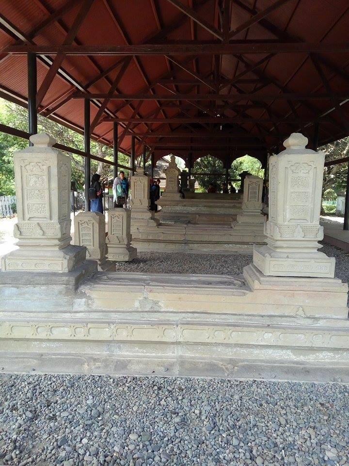 Makam Kandang Xii Rumah Kaca Terletak Kampung Suka Ramai Kecamatan