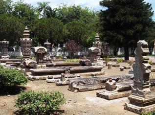 Makam Raja Aceh Keturunan Bugis Sultan Kandang Xii Kota Banda