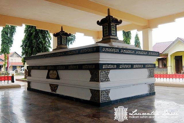 Makam Sultan Iskandar Muda Banda Aceh Sederhana Bagian Depan Pendopo
