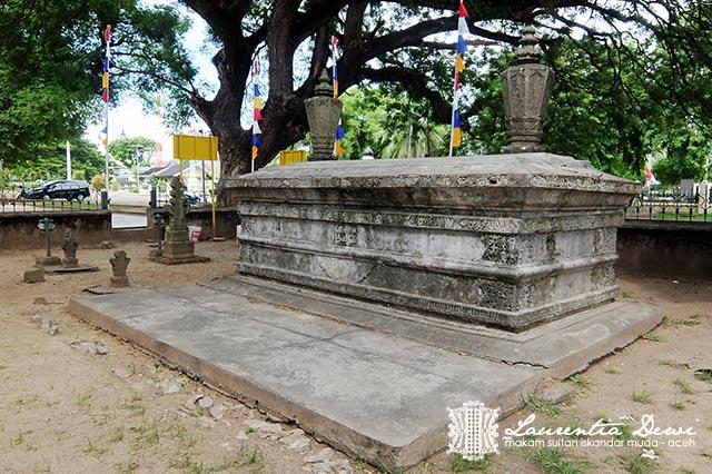 Makam Sultan Iskandar Muda Banda Aceh Sederhana Halaman Sama Sisi