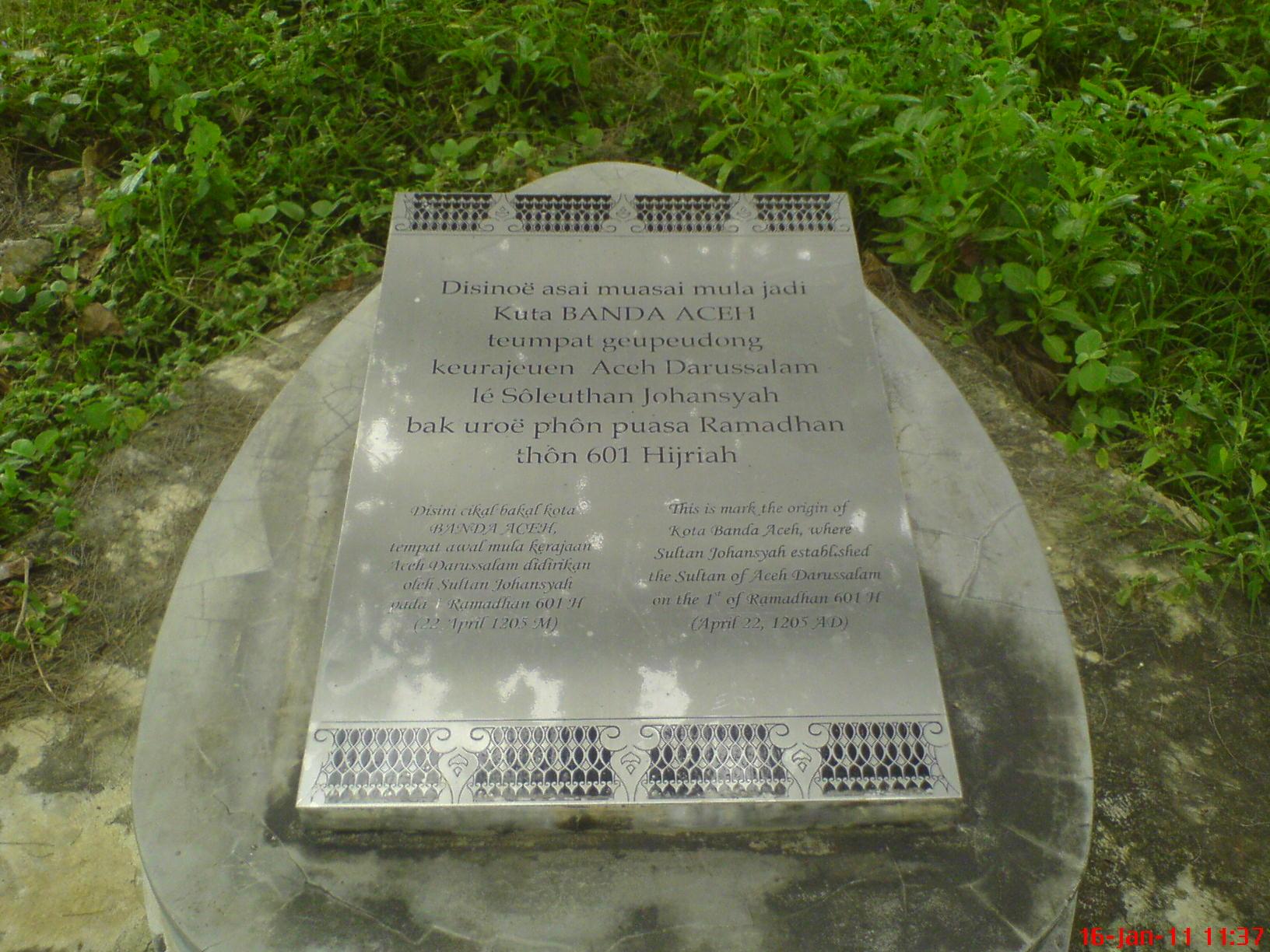 Menziarahi Makam Sultan Pejuang Islam Banda Aceh Pikeran Lon Plakat