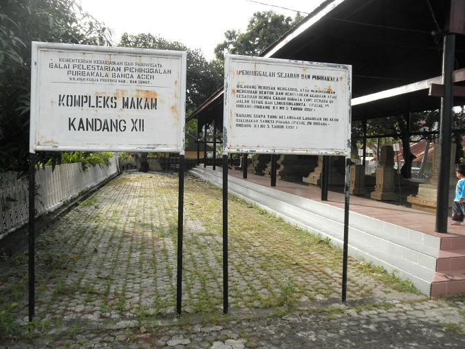 Seni Melayu Malay Olden Art Komplek Makam Tomb Complex Namanya