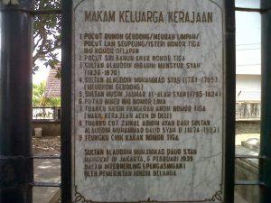 Wisata Religi Komplek Makam Kerajaan Kandang Meuh 12 Kelurahan Peuniti