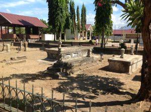 Wisata Religi Komplek Makam Kerajaan Kandang Meuh Kedua Kompleks Terletak