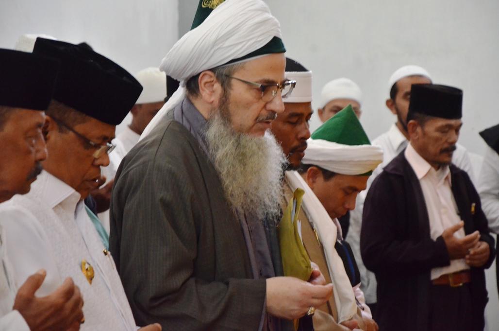 Syaikh Gibril Fouad Haddad Isi Simposium Tafsir Kompleks Makam Banda