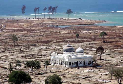 Closer Masjid Rahmatullah Lampuuk Lhoknga Baiturrahim Ulee Lheue Kota Banda