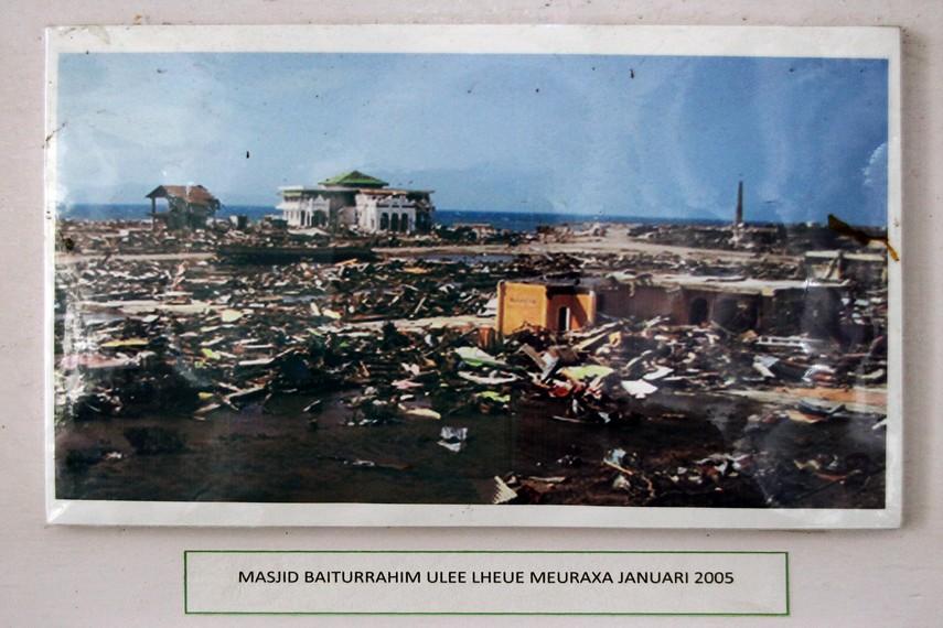 Indonesiakaya Eksplorasi Budaya Zamrud Khatulistiwa Dokumentasi Foto Masjid Baiturrahim Pasca
