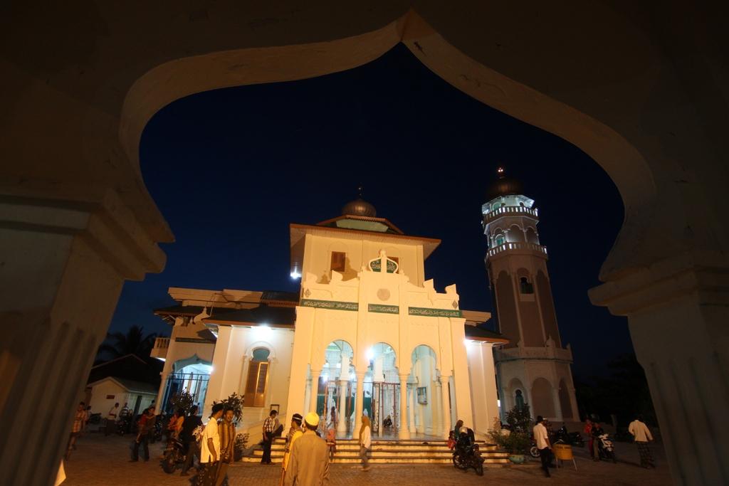 Masjid Baiturrahim Saksi Perang Tsunami Charming Banda Aceh Post Navigation