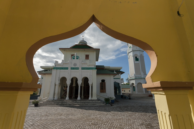 Rahmat Ujung Krueng Aceh Deni Sugandi Masjid Baiturrahim Ulee Lheue