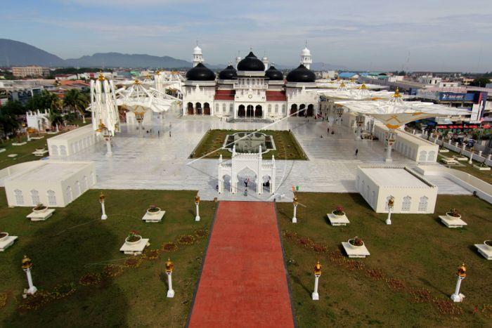 Masjid Raya Baiturrahman Aceh Antara Foto Sejumlah Pengunjung Melakukan Aktivitas