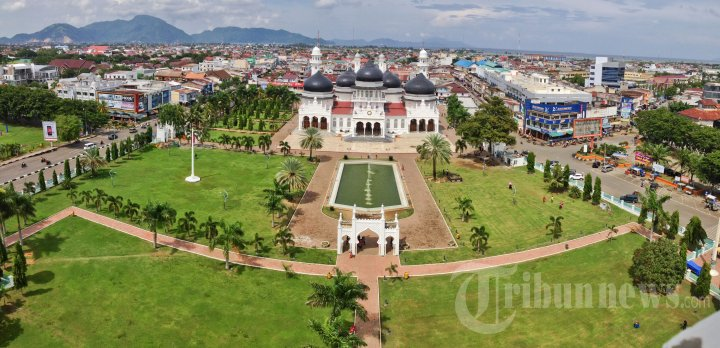 Masjid Raya Baiturrahman Pemandangan Kota Banda Aceh Foto 3 20131120