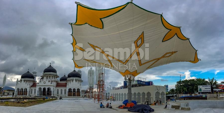Menatapaceh Pemasangan Payung Elektrik Masjid Raya Baiturrahman Kota Banda Aceh