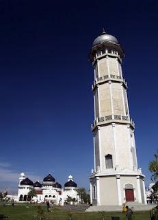 Mesjid Raya Baiturrahman Banda Aceh Model Kota Madani Menara Utama