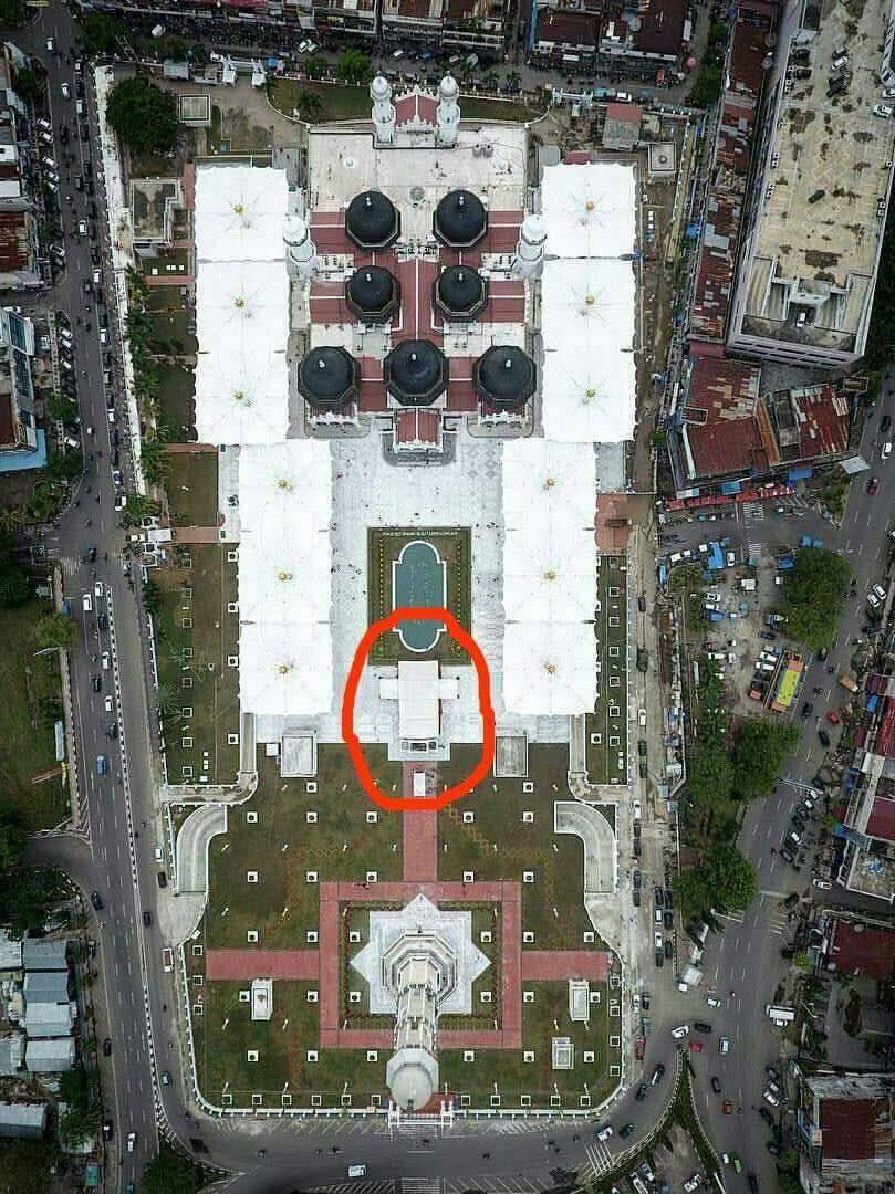 Peresmian Wajah Masjid Raya Diwarnai Penampakan Tenda Salib Berbentuk Baiturrahman
